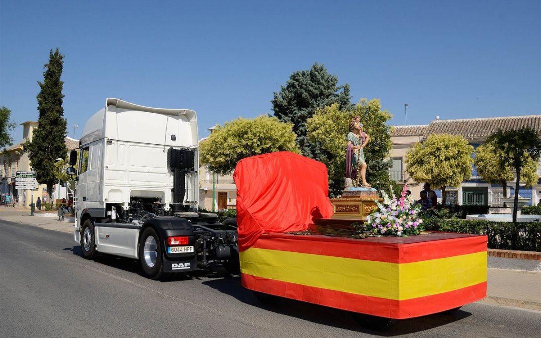 El transporte español sale en procesión para honrar a su patrón San Cristóbal