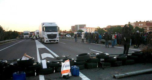 Fomento anula, a petición de la CETM, los tiempos de conducción y descanso durante los bloqueos en Cataluña