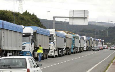 """Los transportistas del carbón trasladan su lucha a Madrid para """"poder dar de comer"""" a sus hijos"""