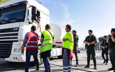 Los sindicatos se concentran en los principales núcleos de transporte y logística durante la huelga en Barcelona