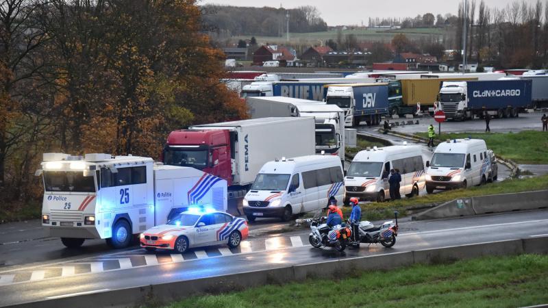 Centenares de camiones bloquean la frontera francesa con Bélgica