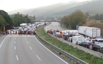 Fomento anula, a petición de la CETM, los tiempos de conducción y descanso durante los bloqueos en Cataluña y Guipúzcoa
