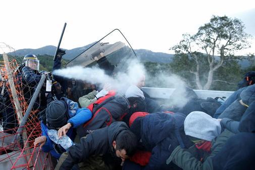 La Gendarmería comienza a desalojar a los independentistas en la zona francesa