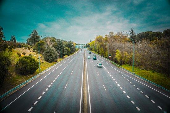 El TSJ de Madrid considera que no hay justificación para obligar a los camiones a circular por la AP-68