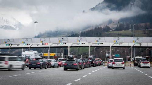 Prohibida la circulación de vehículos de mercancías peligrosas en el acceso a Italia desde Francia por la A-8