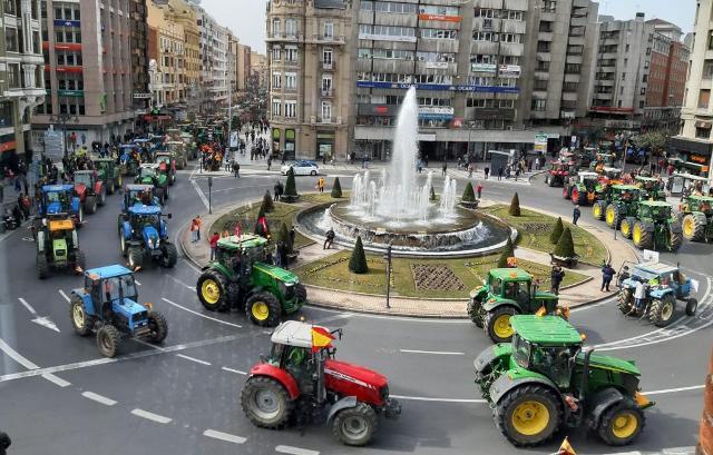 Los agricultores cortarán hoy la A-49 en Huelva