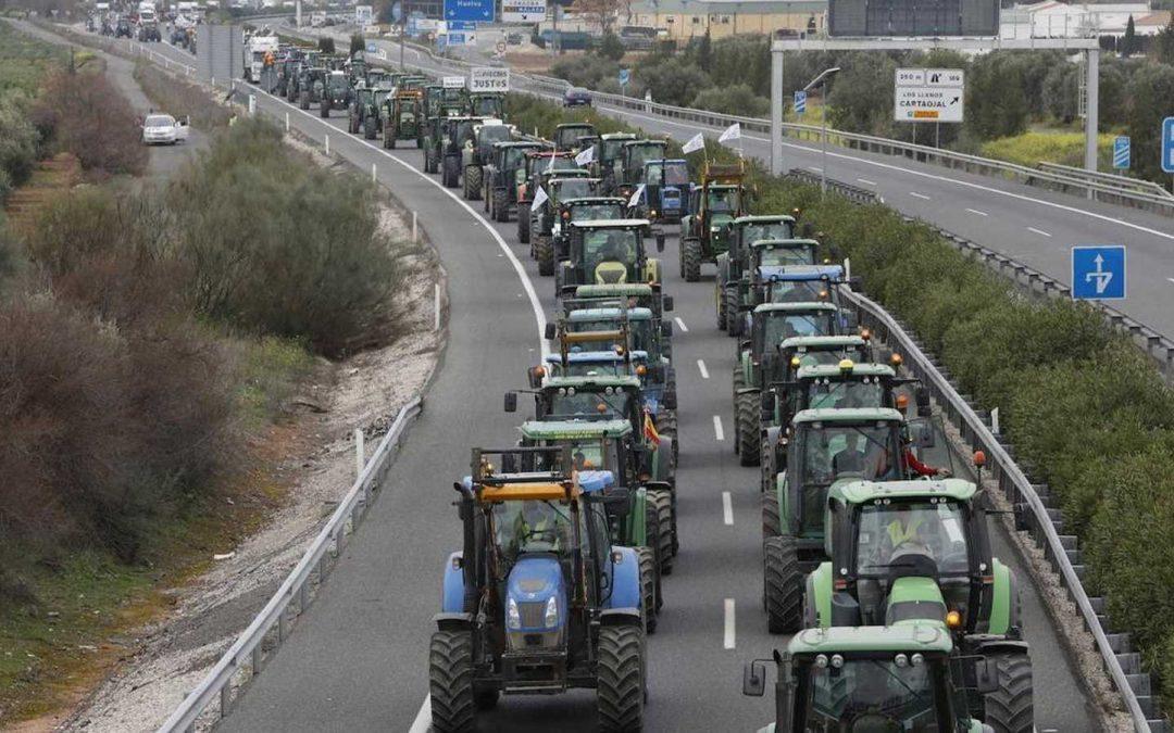 Los agricultores cortarán hoy la A-92 Norte en Almería y Granada