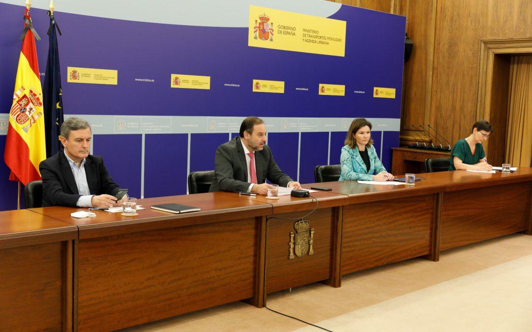 Ábalos se compromete a crear una mesa de negociación y a promover las medidas que necesita el transporte de mercancías por carretera