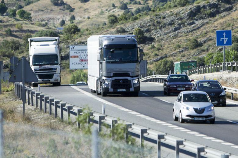 La DGT restablece las restricciones al transporte de mercancías a partir del domingo