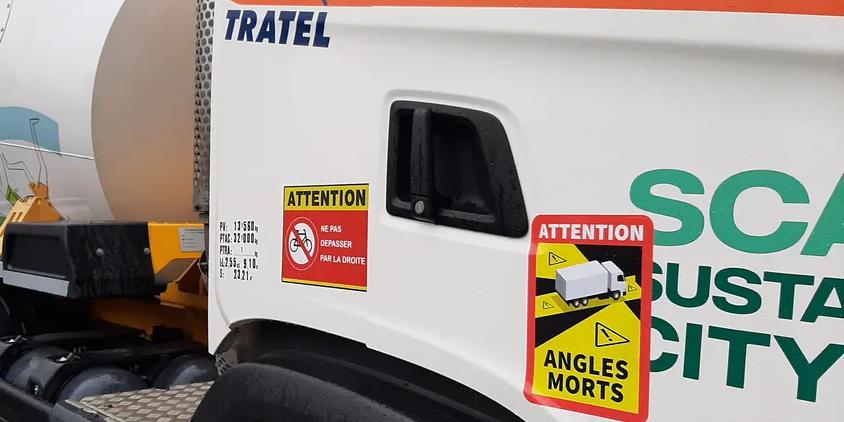 La Comisión Europea y el Gobierno francés volverán a discutir la obligación de señalizar los puntos ciegos de los camiones